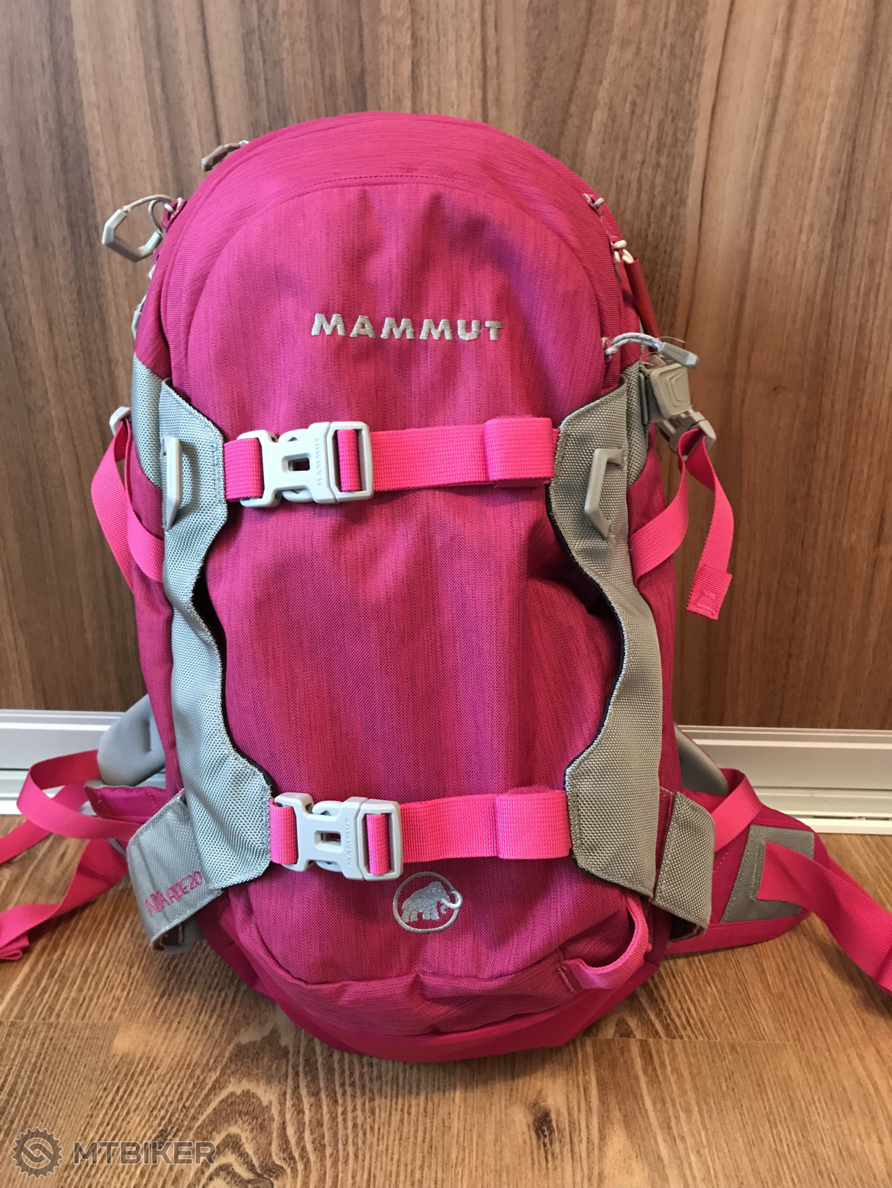 Mammut Niva Ride 20l Berry - Príslušenstvo - Oblečenie a batohy - Bazár  MTBIKER 6e5b8308e7