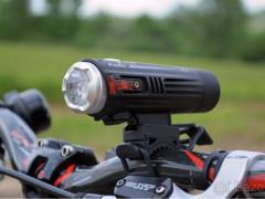 Predám Svetlo Na Bike Fenix Bc21r 880 Lumenov