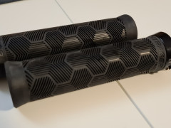 Lock-on Gripy Bontrager Rl 135mm, Priemer 32mm.