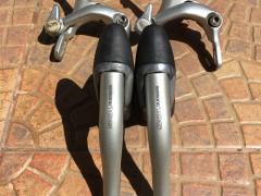 Shimano 105 Brzdovy Set (celuste+paky)