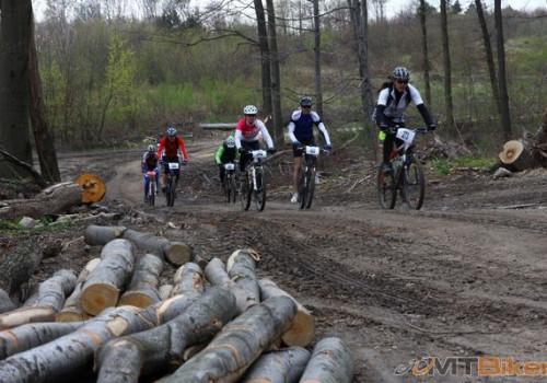 Prvýkrát na (pol)maratóne, Sv. Jur, 2011. Na čele tejto skupinky, inak na konci v celkovom poradí :)