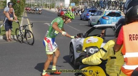 Peter Sagan dostal pokutu za reakciu po páde zapríčineným doprovodnou motorkou a dnes odstúpil kôli zraneniam v Vuelty