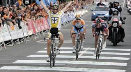 Albasini víťazom 13. etapy, v červenom stále Wiggins