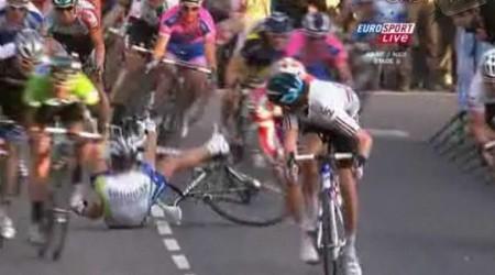 Sagan spadol pred cieľom na druhej pozícii...