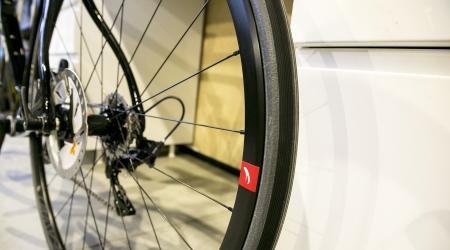Cestné bicykle na kotúčových brzdách do 2 500 €