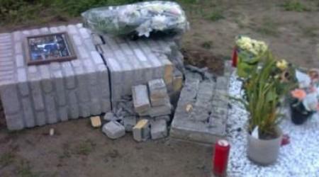 V Gente zhanobili pamätník zosnulým cyklistom