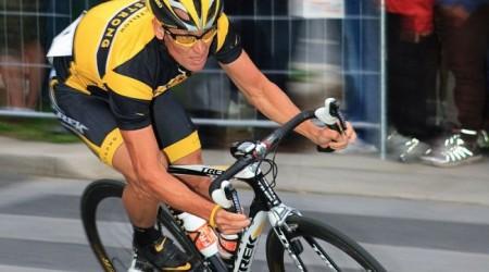 Sports Illustrated útočí na Armstronga