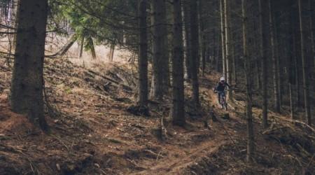 Stredne veľké batohy pre AM/Enduro a trailové jazdenie