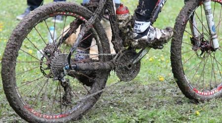 Doplnky pre čistenie alebo, aby bike išiel a vydržal dlhšie