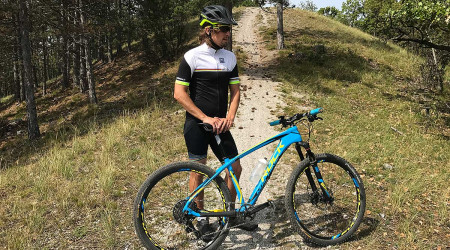Test: Dres aj nohavice v znamení majstrovskej dúhy UCI