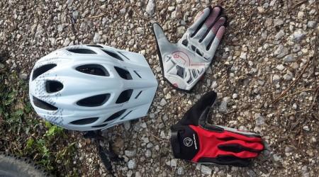 Test  Trailová prilba Hummvee a rukavice SingleTrack Plus od škótskej  značky Endura 19dd0dab3ac