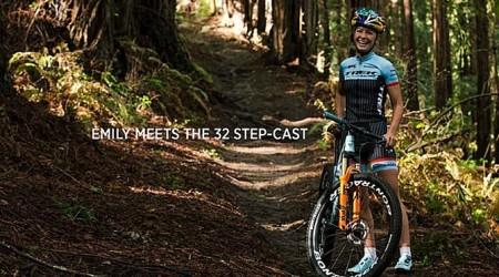 Emily Batty a nová vidlica Fox 32 Step-Cast