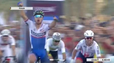 Vychutnajte si perfektný finiš, ako Peter Sagan obhájil titul majstra sveta