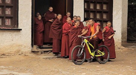 Video: S bicyklom v Nepále