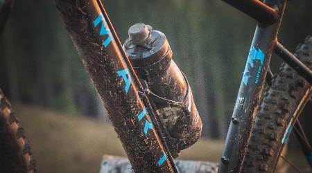 Test: Camelbak Podium Dirt Series  - fľaša do nepriaznivých podmienok