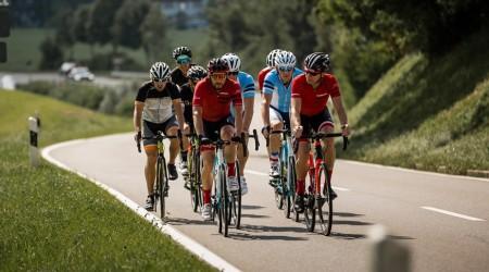 Cestné bicykle s cenou okolo 4 500 € - kvalita TOP modelov v dostupnejšom kabáte