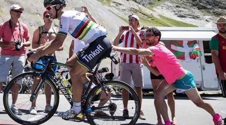 Sagan vyhral šprint a znížil stratu v boji o zelený dres, Alberto Contador odstúpil