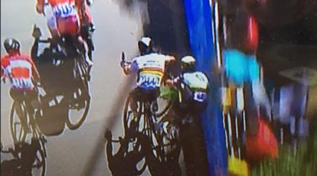 Video: Sagan sa stretol v špurte s Cavendishom, pričom Cav tvrdo spadol a Sagan dostal od rozhodcov penalizáciu (aktualizované o reakcie aktérov)