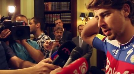 Peter Sagan prišiel na tlačovú konferenciu usmiaty, na záver už nad novinármi krútil hlavou
