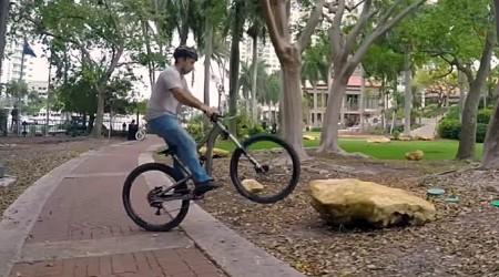 Ako poriadne skákať na celo odpruženom bicykli