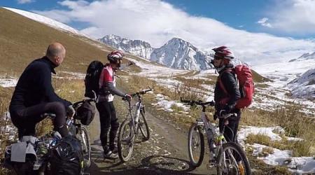 Video: Bicyklujte divokým Gruzínskom