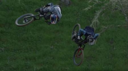 Video: Brandon Semenuk a Ryan Howard v dokonalej synchronizovanej jazde