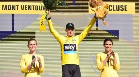 Málo vídaná dráma na TdF, kde Froome bežal do cieľa bez bicykla a napokon zostal v žltom