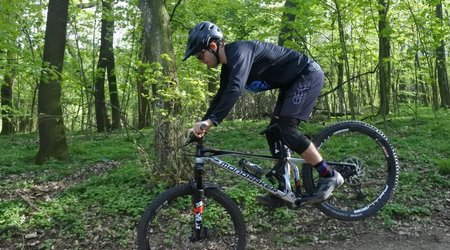 Test: Eleven Pegg Black - ľahké nohavice na bicykel