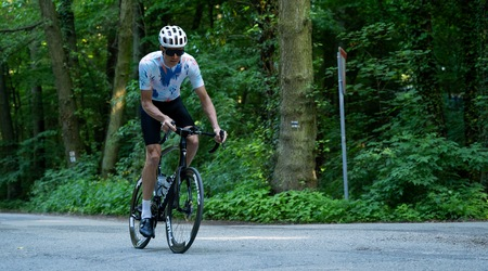 Test: Cyklistické oblečenie Tactic - nohavice na hodiny jazdenia