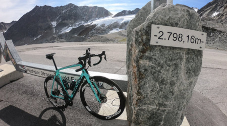 Video: Najkrajšie stúpania - Ötztaler Gletscherstraße - 11 % priemer do výšky 2 800 m
