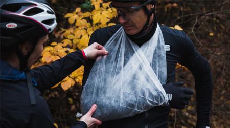 Video: 1. pomoc cyklistu - ako pomôcť pri zranení