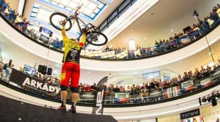 Preteky v zjazde na bicykloch priamo v nákupnom centre už aj v Bratislave