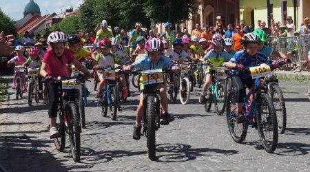 Detská tour Petra Sagana 6. kolo – cyklisti na hrade