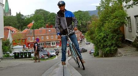 Nórsko má prvý eskalátor pre cyklistov na svete