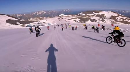Video: Megavalanche 2018 alebo 2 600 m prevýšenia smerom nadol