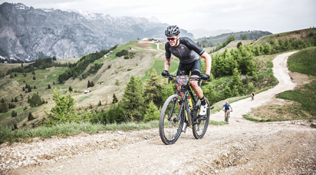 Video: Sella Ronda Hero alebo ako chutí 84 km s prevýšením 4 000 m v Dolomitoch