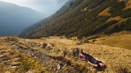 Výbava na jarnú turistiku - čo sa môže hodiť pre bezpečný pohyb v horách