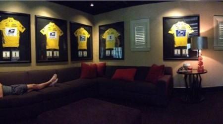 Armstrong prezradil mená ľudí, čo mu pomáhali s dopingom