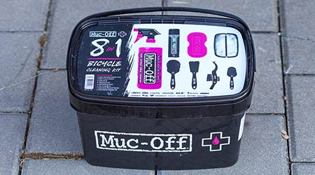 Unboxing: Muc-Off 8 v 1 cleaning kit – aby umývanie bavilo