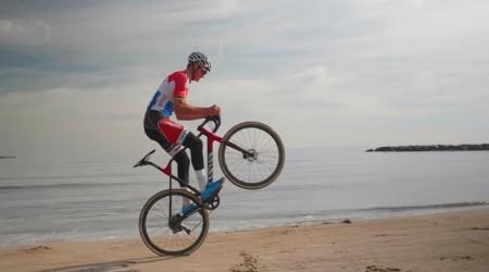 Video: Cyklokros je zábava alebo tréning techniky najlepších jazdcov