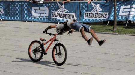 Video: Extreme Bike Tour – aj takto vyzerá láska k extrémnym športom