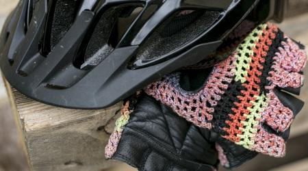 Prilby a rukavice - základ ochrany