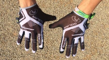 Test: Letné dlhoprsté rukavice Roeckl Maldon - pohodlné, bezpečné a hlavne z látky, cez ktorú sa opálite