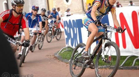 Výhercovia súťaže o 2 x 2 štartovné na ŠKODA STUPAVA TROPHY, cyklistický dres ŠKODA a 50 fliaš ŠKODA
