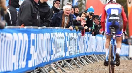 Cyklokros: V Hoogerheide stratil Martin Haring 2 kolá na víťaza Van der Poela