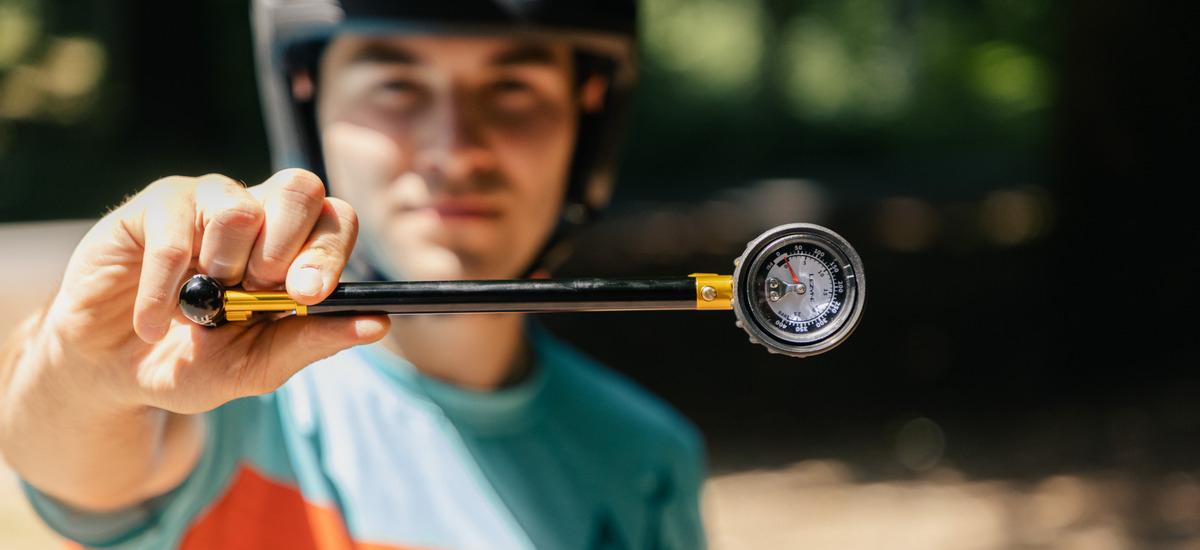 Test: Lezyne Shock Drive – prémiová pumpička na tlmič