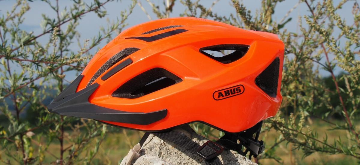 Test: ABUS Aduro 2.1 – univerzálna prilba aj pre náročnejších cyklistov