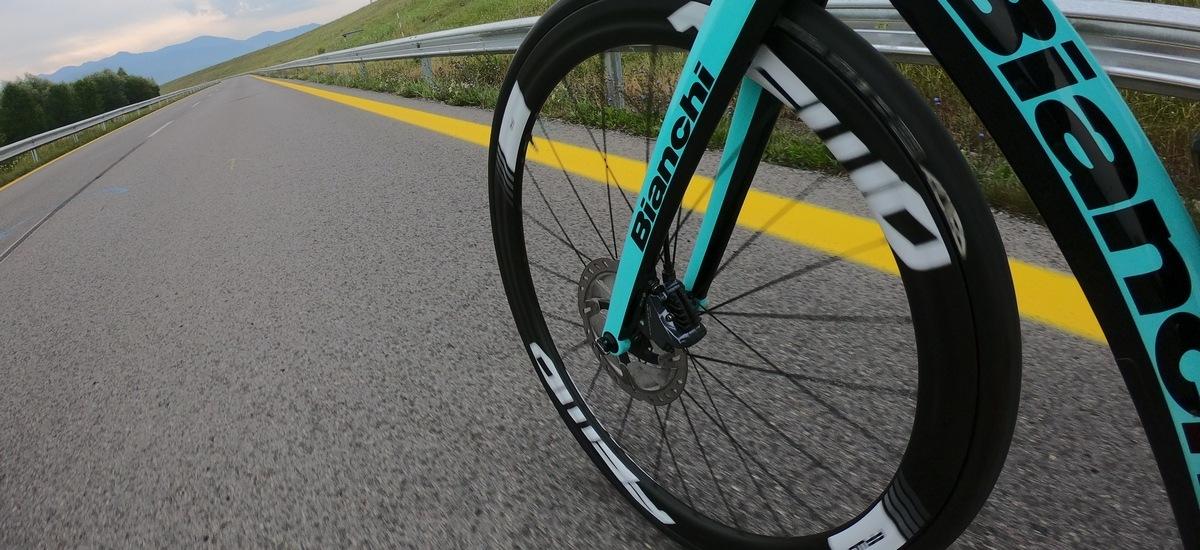 Test: Fast Forward F4 Disc – aké to je presedlať na karbónové kolesá