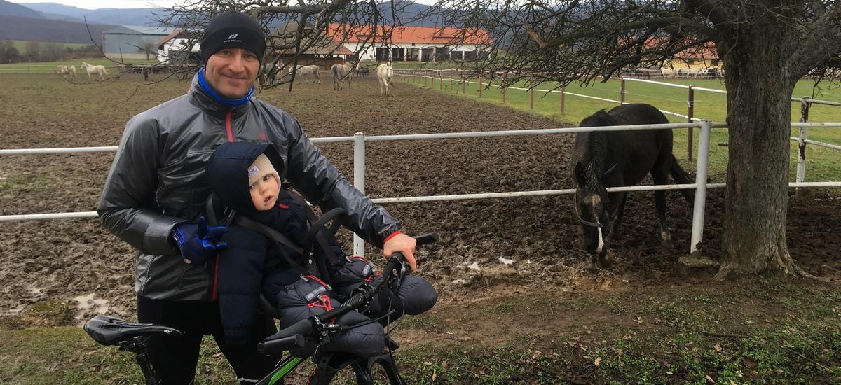 Jazdenie s dieťaťom v sedačke - spoločne trávený čas na nezaplatenie