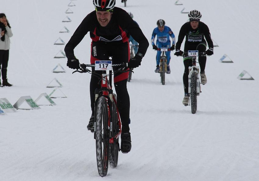 Martin Hikaník zvíťazil v zimnom triatlone